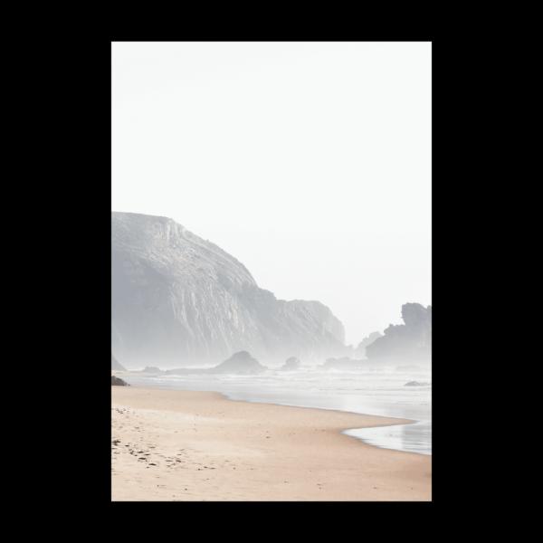 Постер на стену Пляж с горой в тумане
