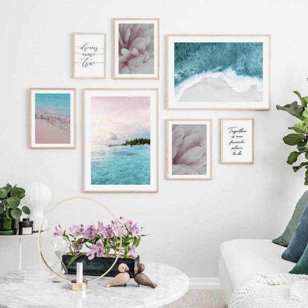 Розово-голубая галерея постеров