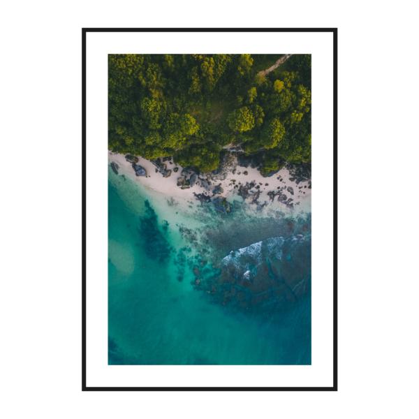 Берег океана и лес постер