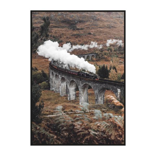 постер с поездом на мосту