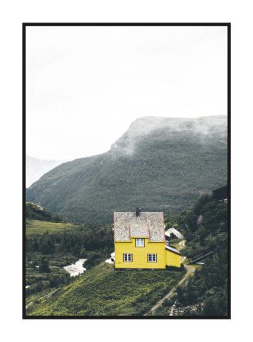 желтый домик в горах постер