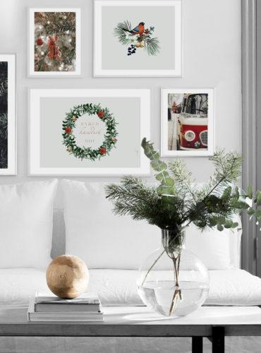 новогодние постеры 5 штук на стене
