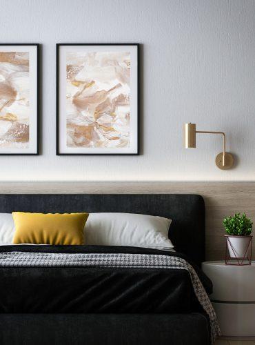 Пара постеров над кроватью светлые